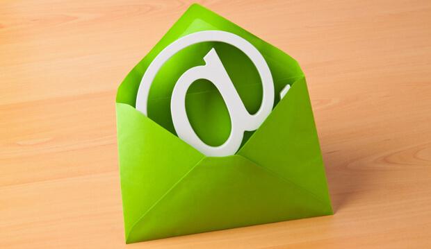 Email Logo in grünem Umschlag