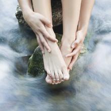Frau am Wasser